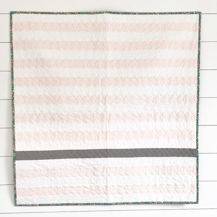 A minimalist and simple baby quilt